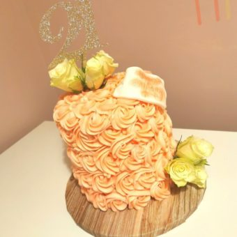 Peach coloured buttercream rose patterned 21st birthday cake decorated with cream roses